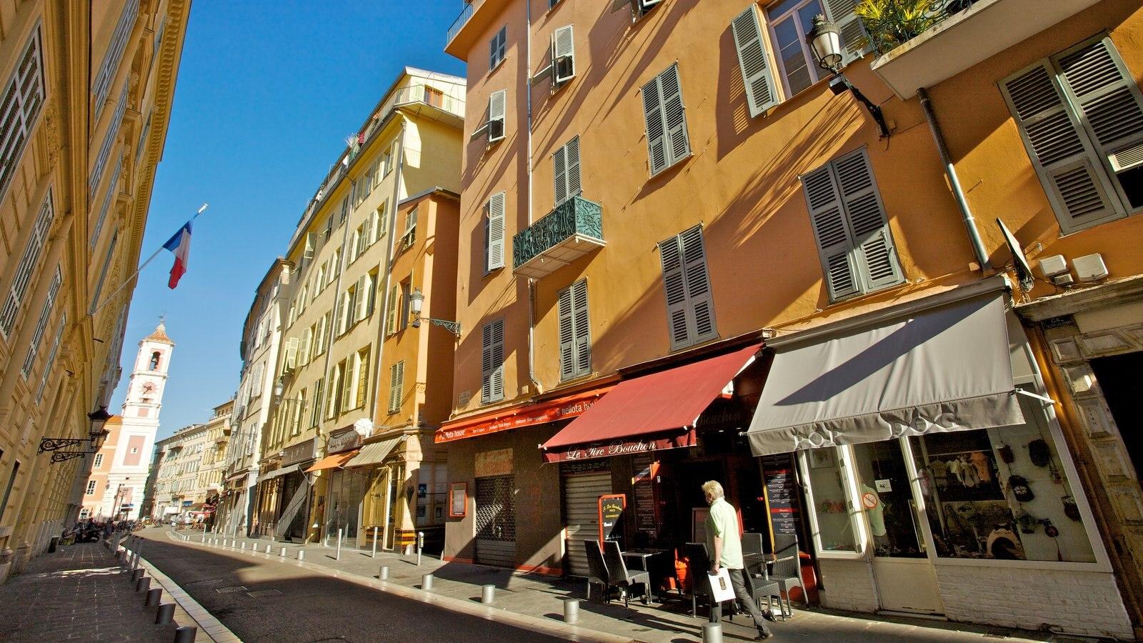 Centro Histórico caracterizando arquitetura de patrimônio, cenas de rua e uma cidade