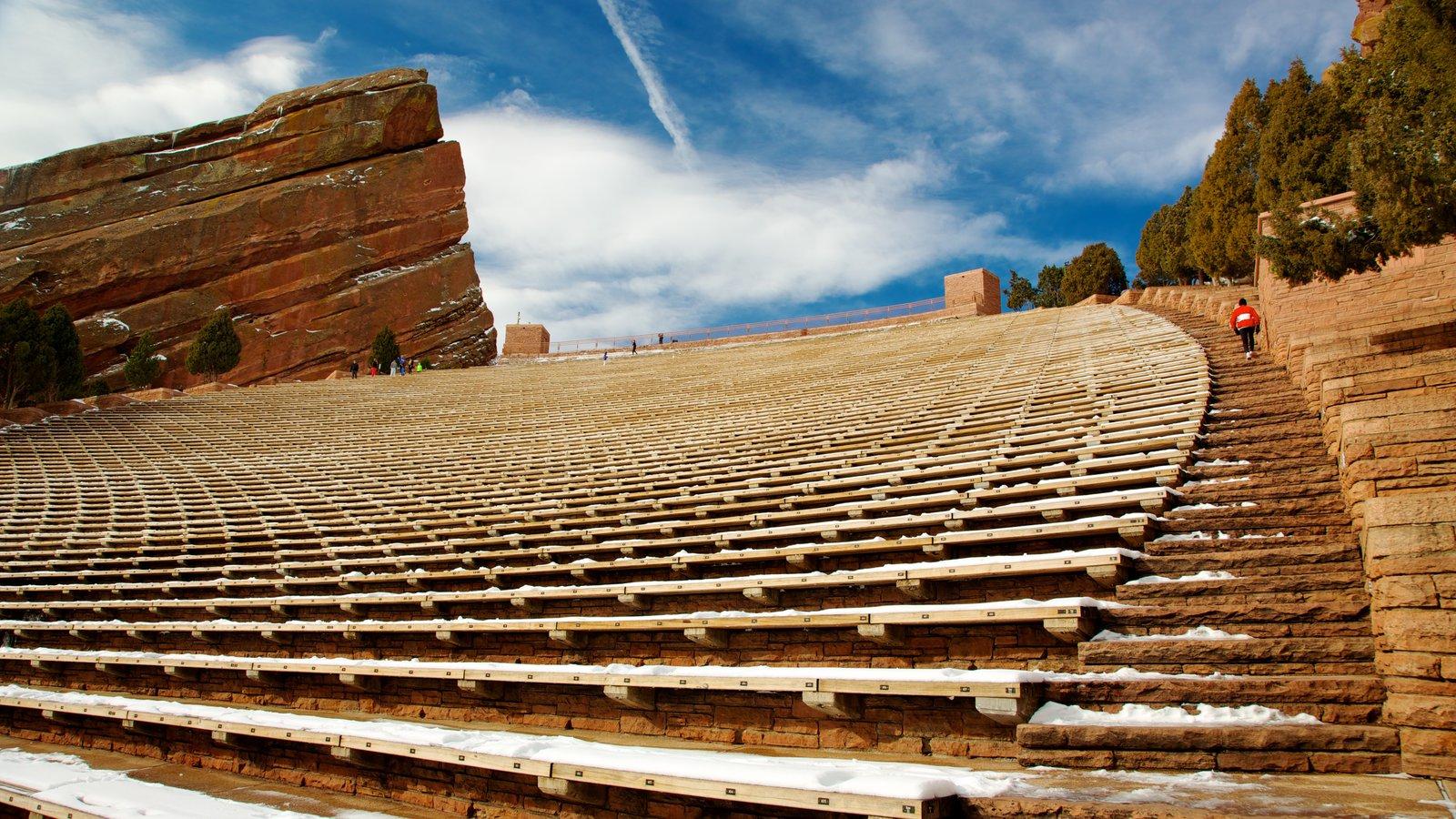 Red Rocks Amphitheater mostrando arquitetura de patrimônio