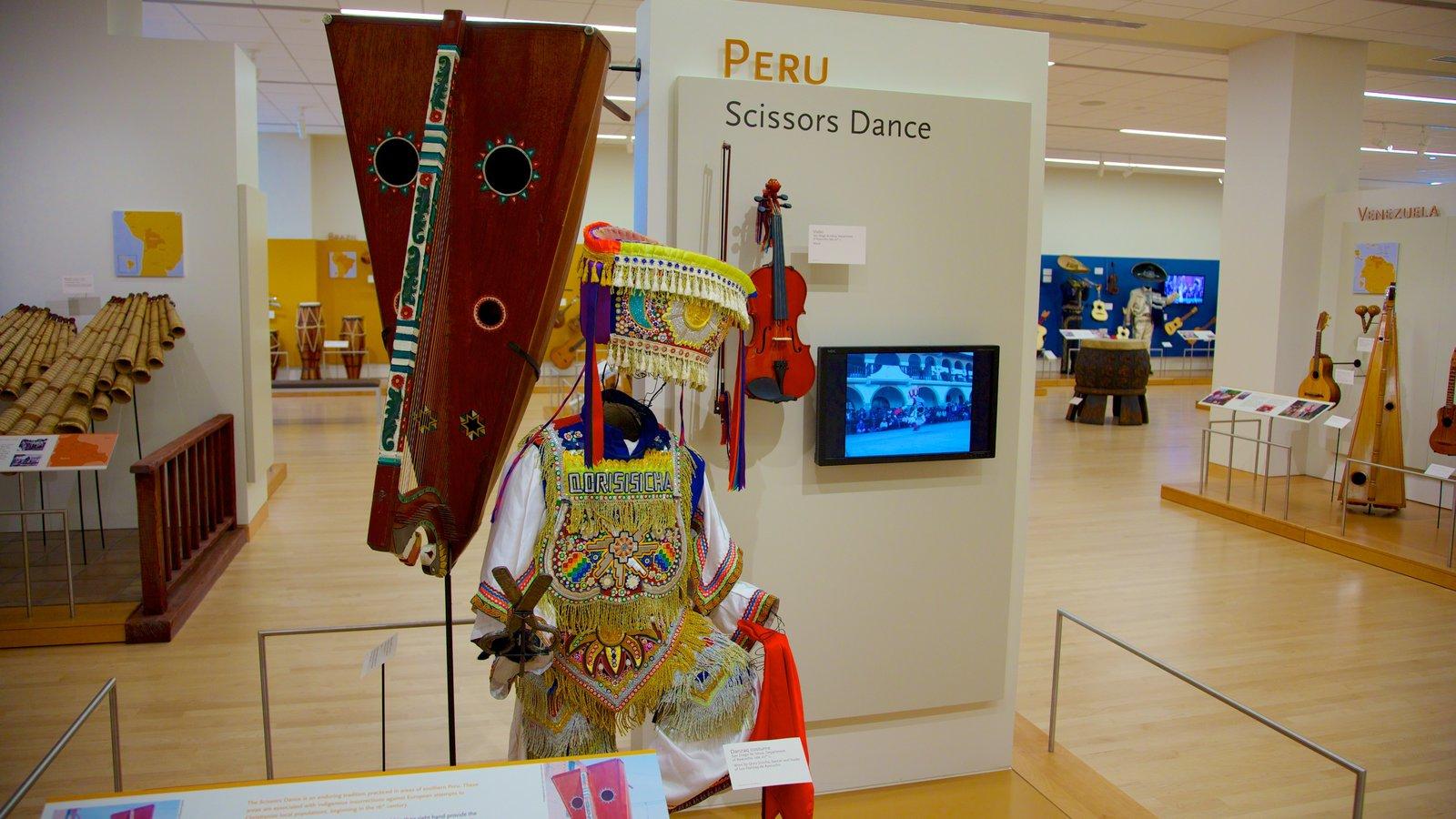 Museu dos Instrumentos Musicais que inclui vistas internas e sinalização