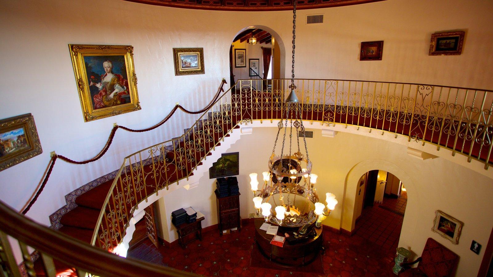 Wrigley Mansion ofreciendo vistas interiores