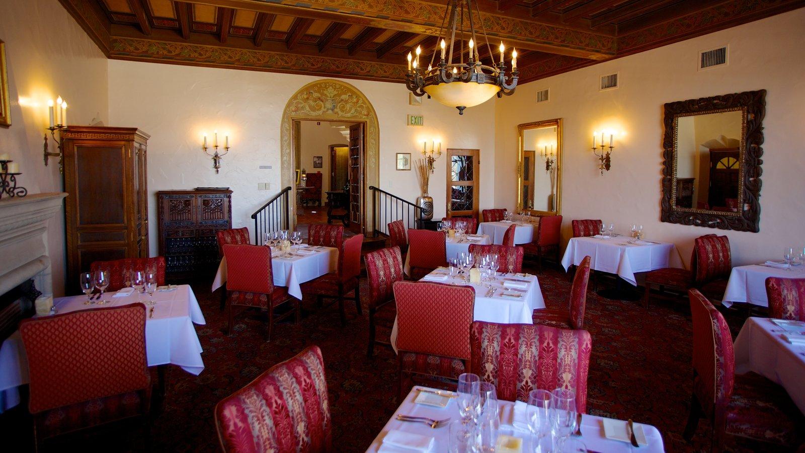 Wrigley Mansion que incluye vistas interiores y patrimonio de arquitectura