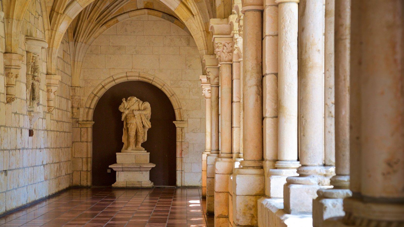 Antigo Mosteiro Espanhol que inclui elementos de patrimônio e vistas internas