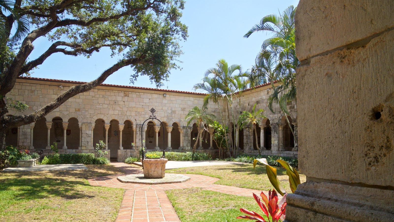 Antiguo Monasterio Español que incluye un jardín y elementos del patrimonio