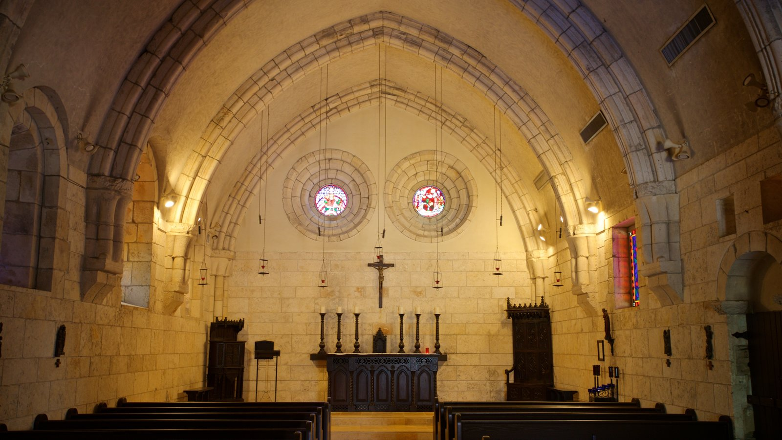 Antiguo Monasterio Español mostrando elementos del patrimonio, vistas interiores y una iglesia o catedral