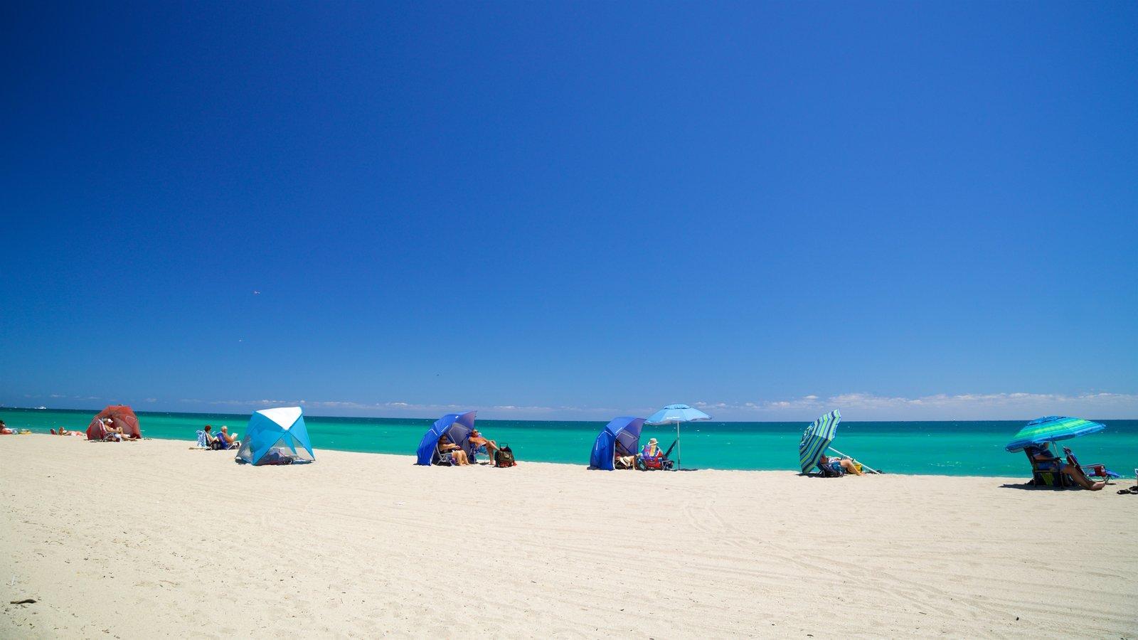 Hollywood North Beach Park caracterizando paisagens litorâneas e uma praia de areia