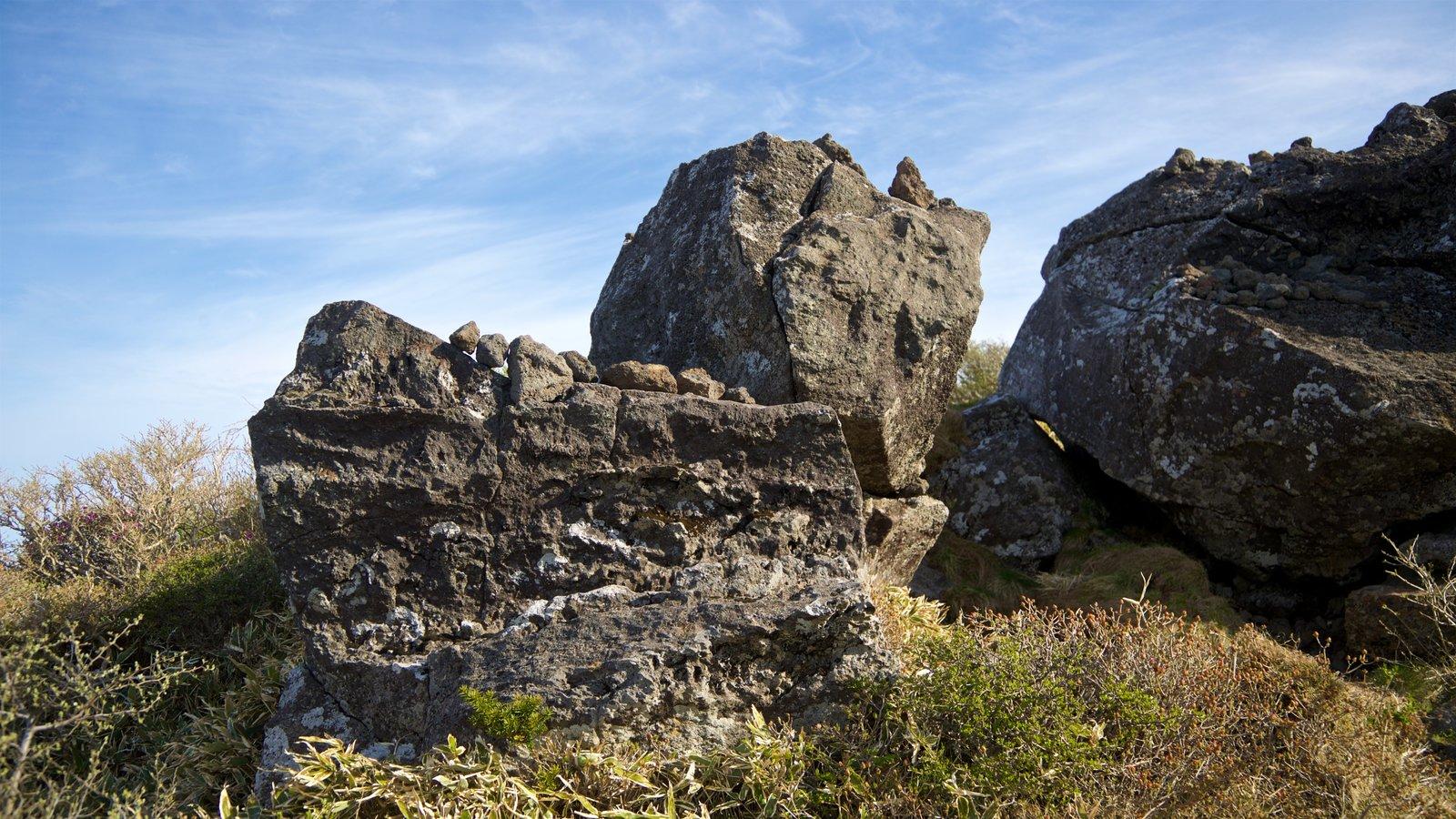 Parque Nacional de Hallasan mostrando escenas tranquilas