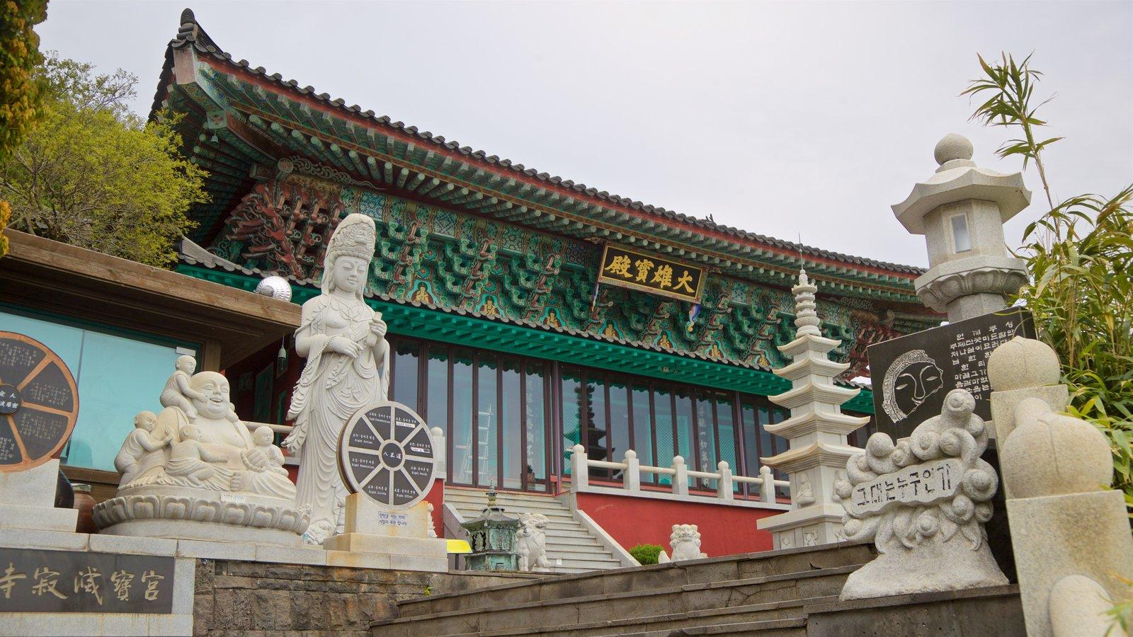 Montaña Sanbangsan ofreciendo elementos del patrimonio