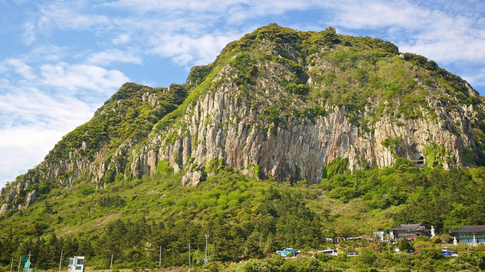 Montaña Sanbangsan mostrando montañas y vistas de paisajes