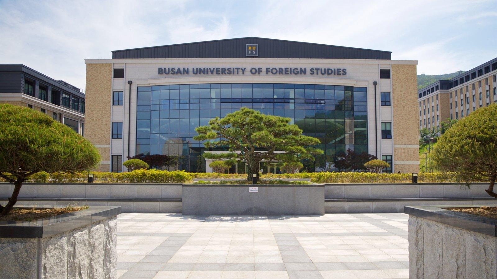 Universidad de Estudios Extranjeros de Busan mostrando señalización