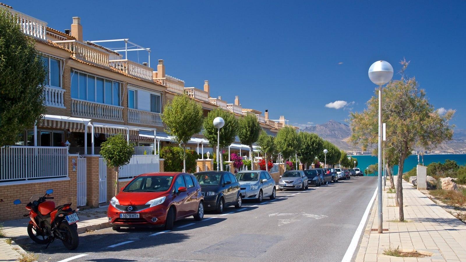 Cabo de las Huertas ofreciendo una ciudad costera