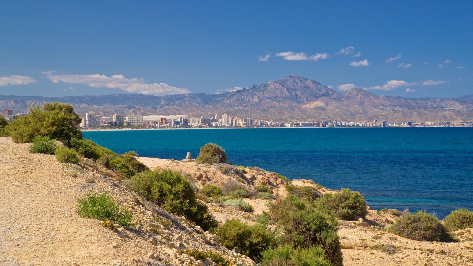 Cabo de las Huertas ofreciendo vistas generales de la costa