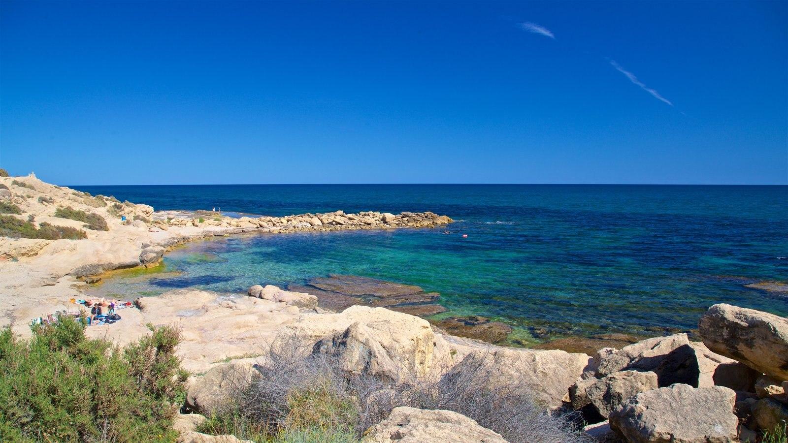 Cabo de las Huertas ofreciendo vistas generales de la costa y costa escarpada