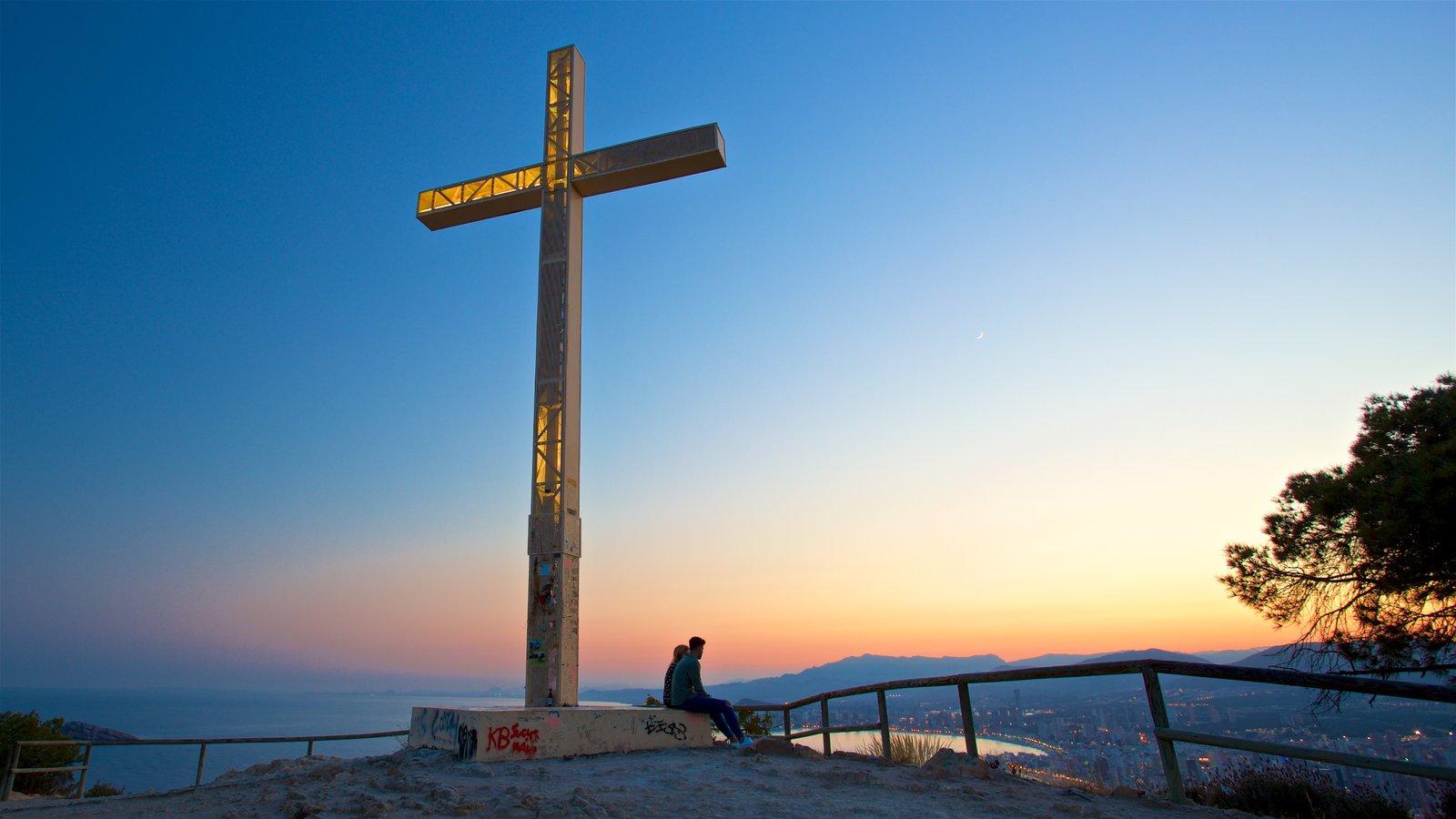 La Cruz de Benidorm mostrando una puesta de sol, vistas de paisajes y vistas