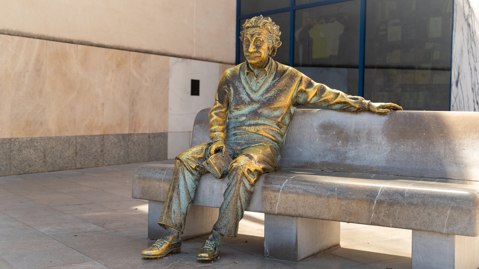 Parque de la ciencia que incluye una estatua o escultura y arte al aire libre