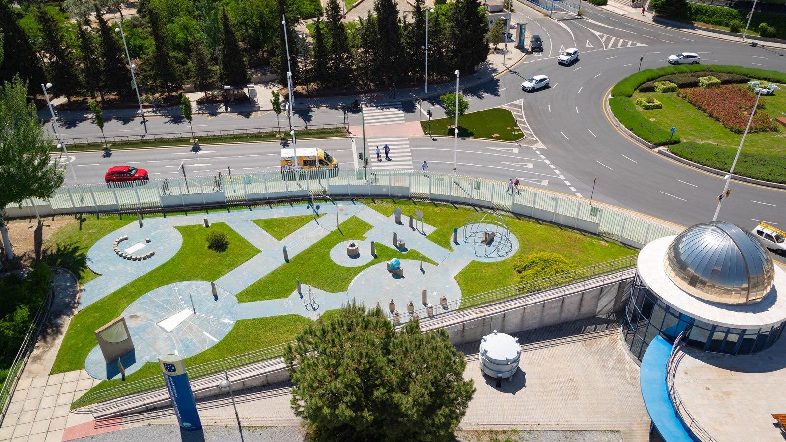 Parque de la ciencia ofreciendo una ciudad y un parque