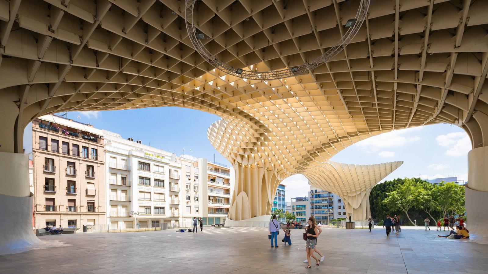 Metropol Parasol mostrando arquitectura moderna