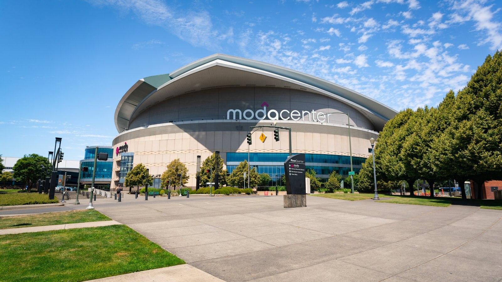 Pabellón de deportes Moda Center mostrando arquitectura moderna