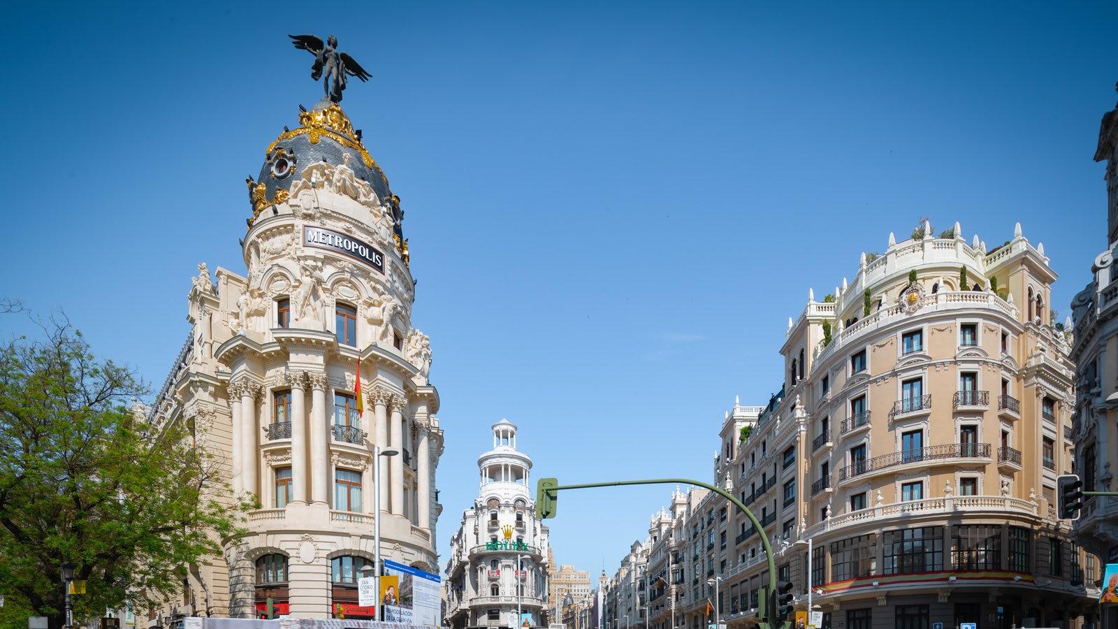 Gran Vía mostrando una ciudad y patrimonio de arquitectura