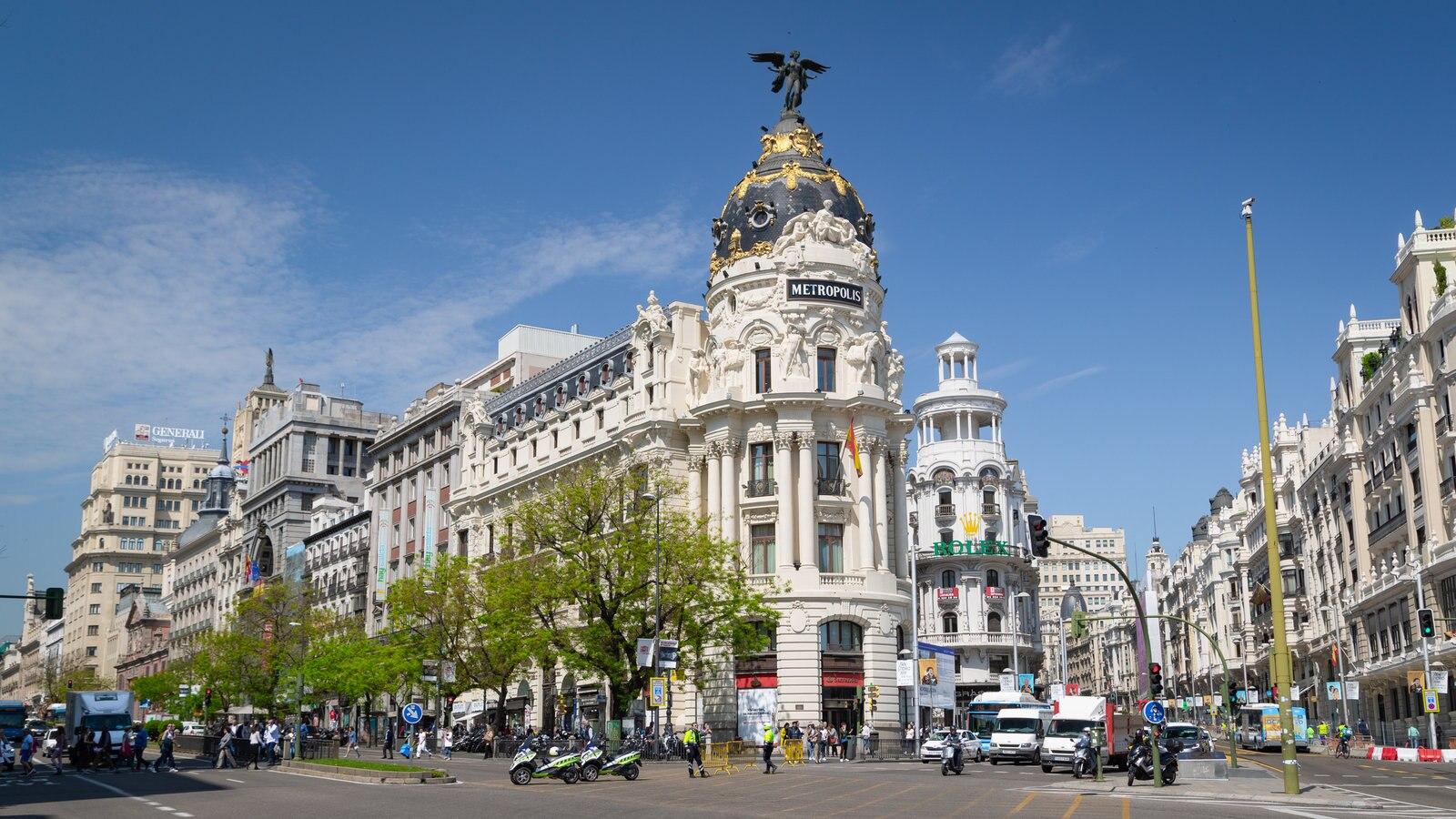 Gran Vía ofreciendo patrimonio de arquitectura y una ciudad