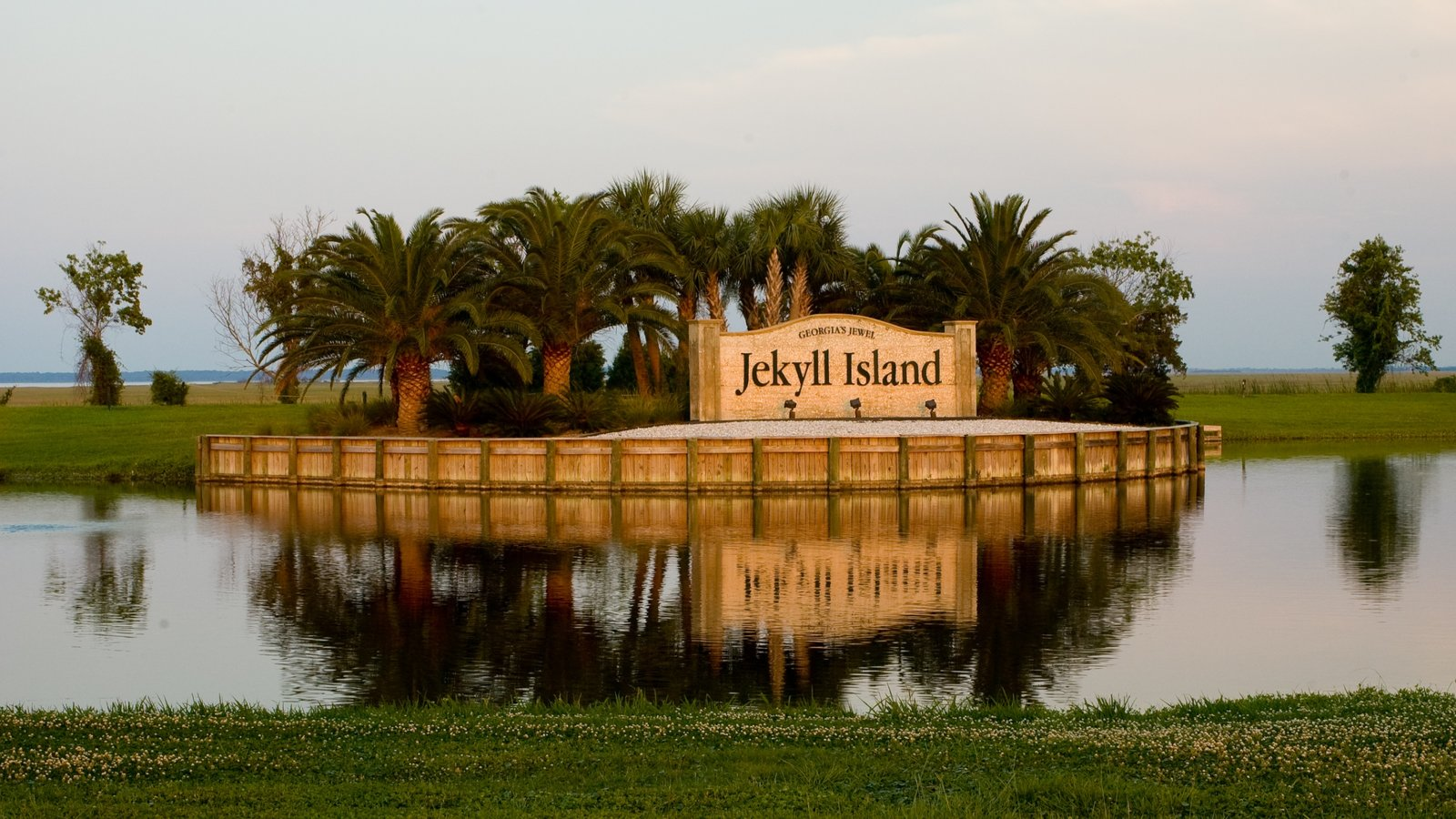 meet jekyll island singles Mitte hotels -- 158 hotels found including the ritz-carlton,  the property's 140 rooms, which range from singles to junior suites, are a.