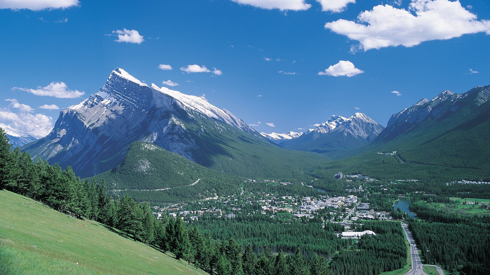 Banff which includes landscape views and mountains