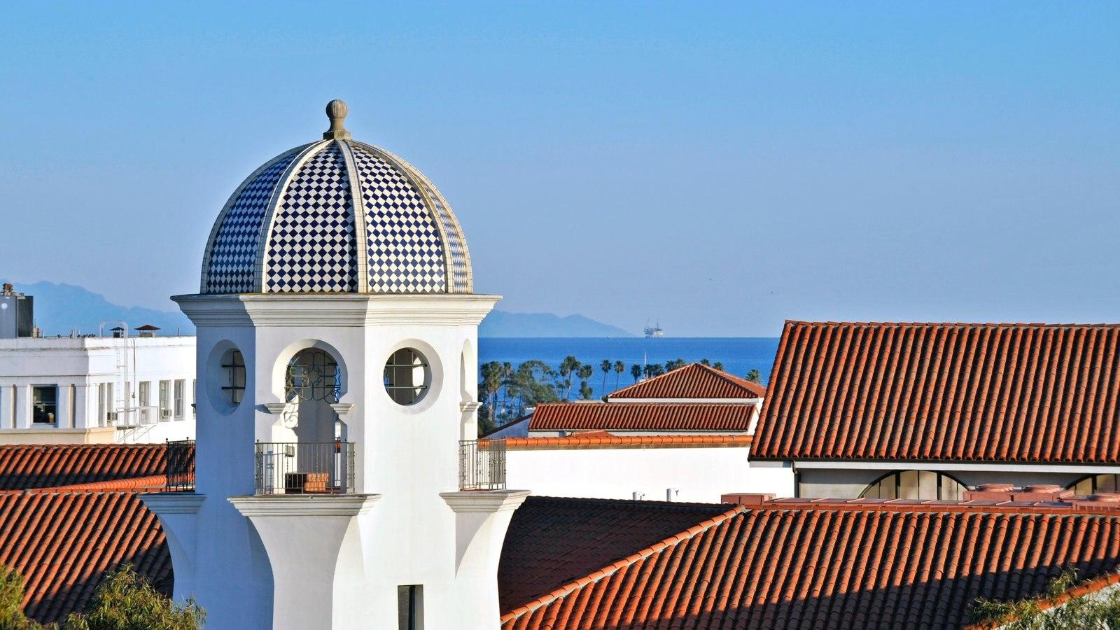 Santa Barbara mostrando uma cidade litorânea
