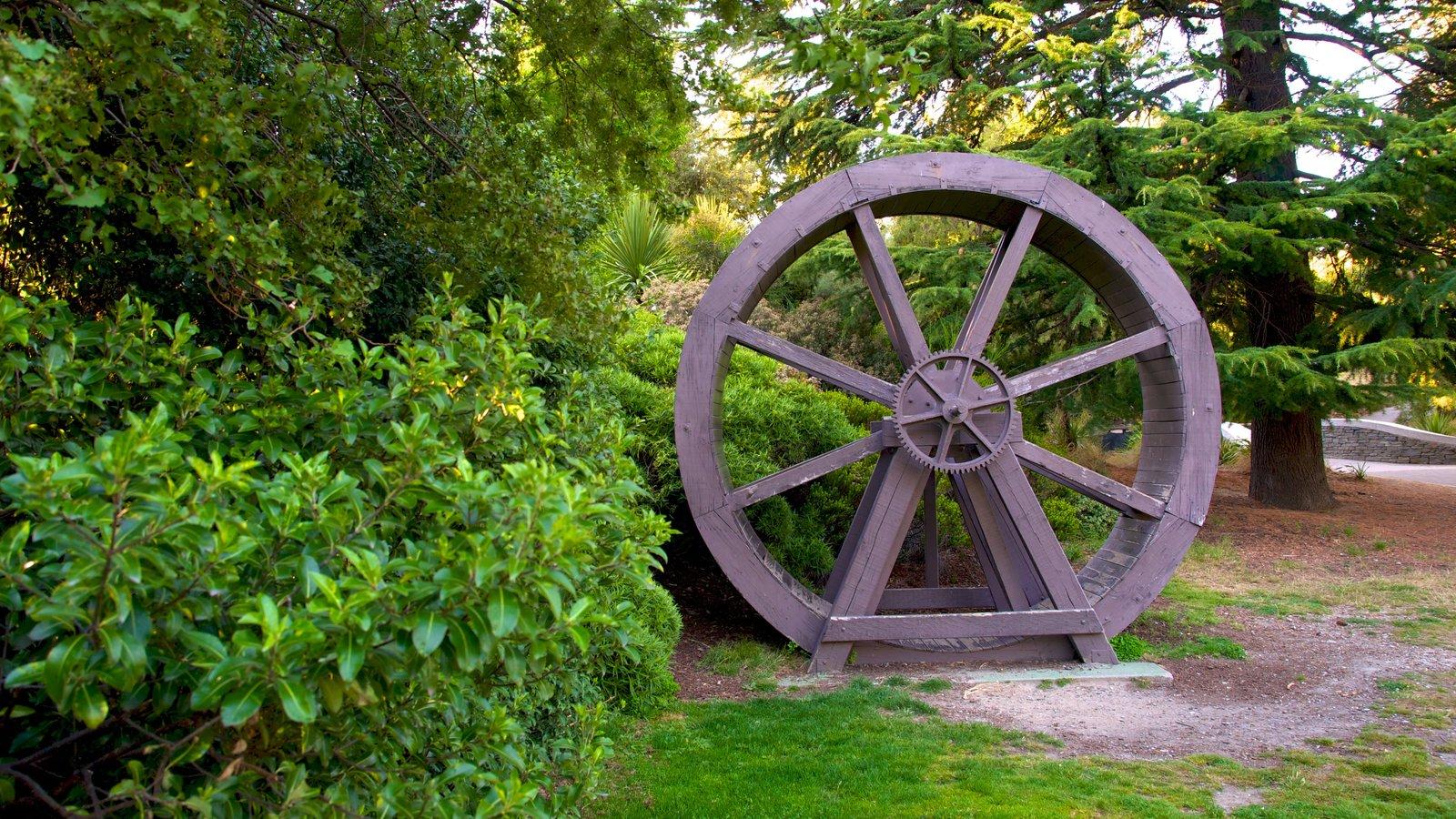 Queenstown Gardens showing outdoor art and a park