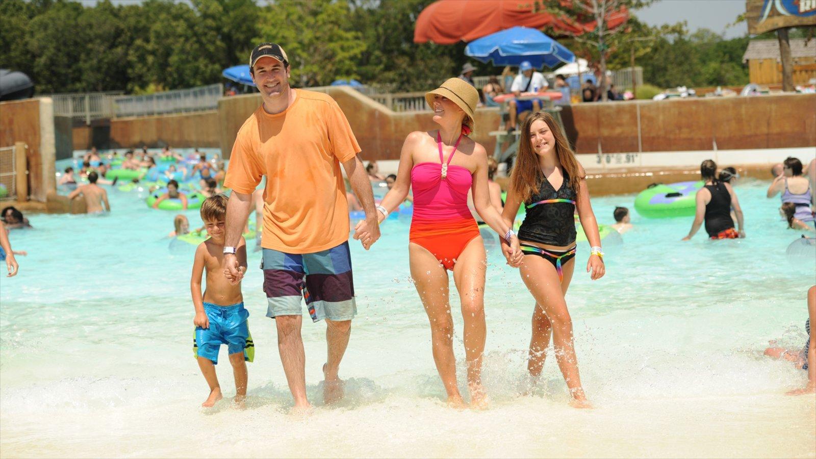 Kansas caracterizando passeios, natação e um parque aquático