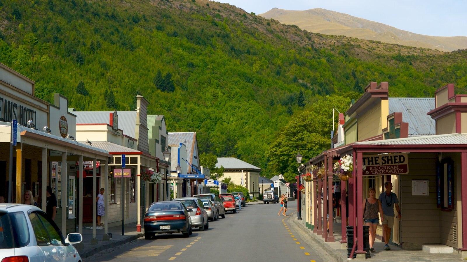 Arrowtown que incluye una pequeña ciudad o pueblo y escenas urbanas