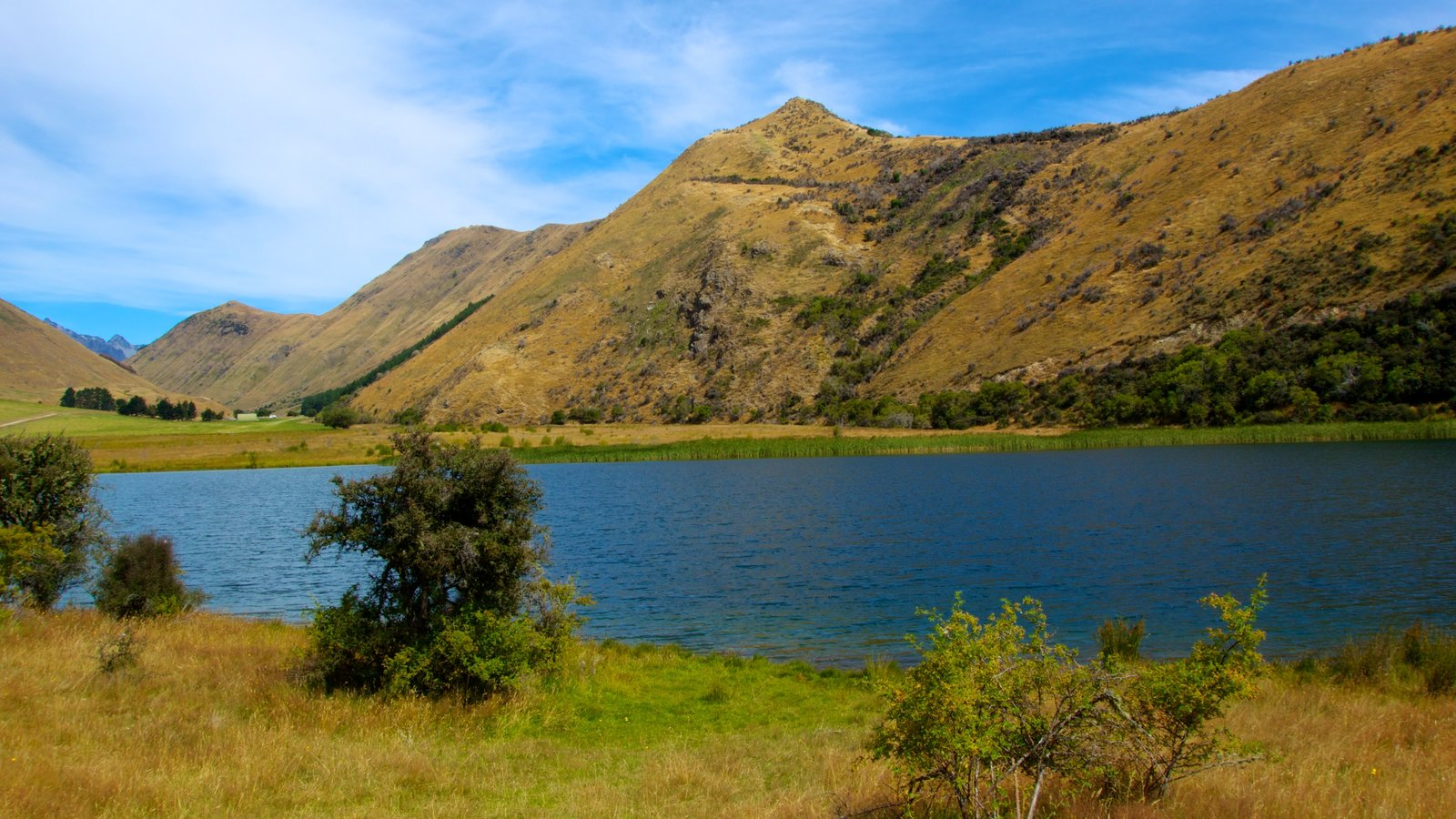 Queenstown showing a lake or waterhole, mountains and landscape views