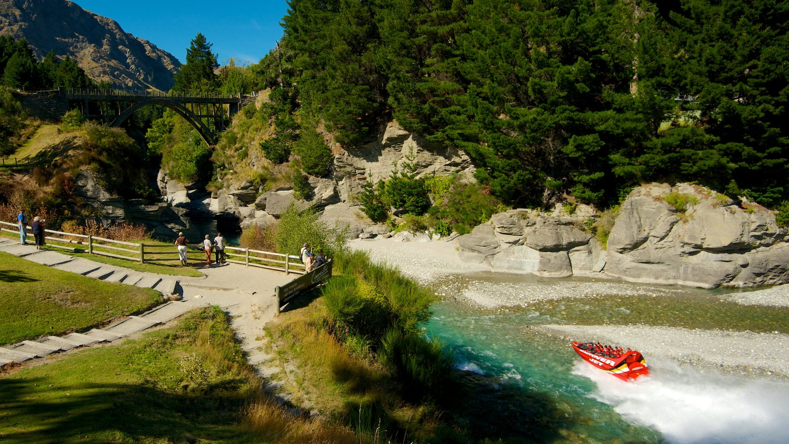 Queenstown which includes rocky coastline, boating and rides