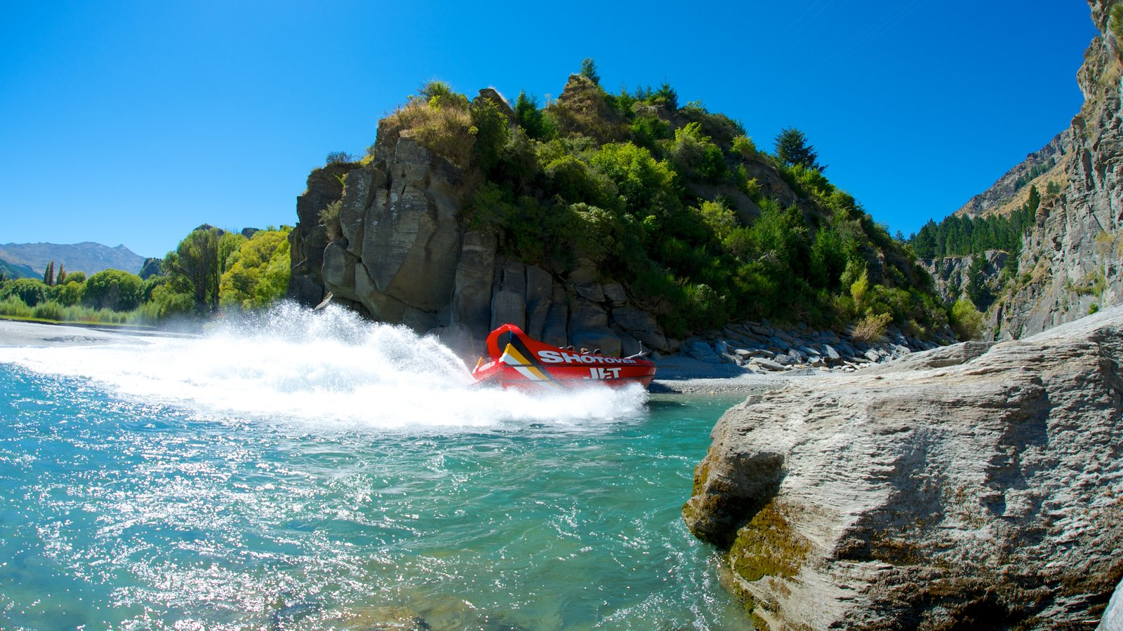 Queenstown which includes rocky coastline and boating