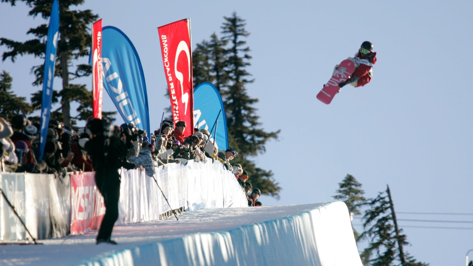 Whistler Blackcomb Ski Resort showing snow, snow boarding and a luxury hotel or resort