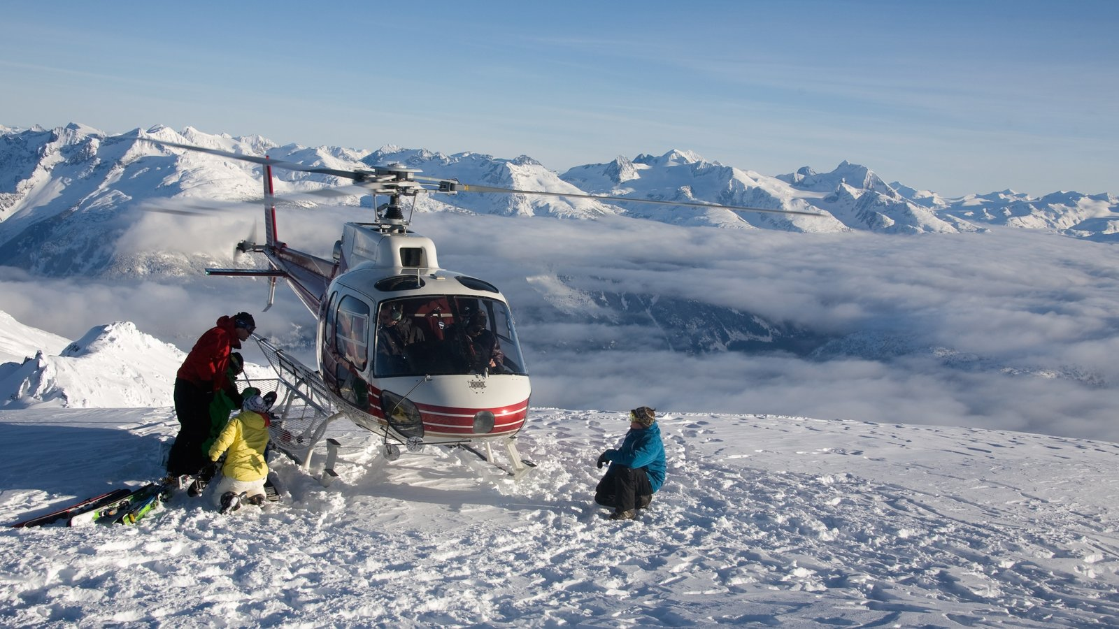 Whistler Ski Area featuring a sporting event, landscape views and mountains