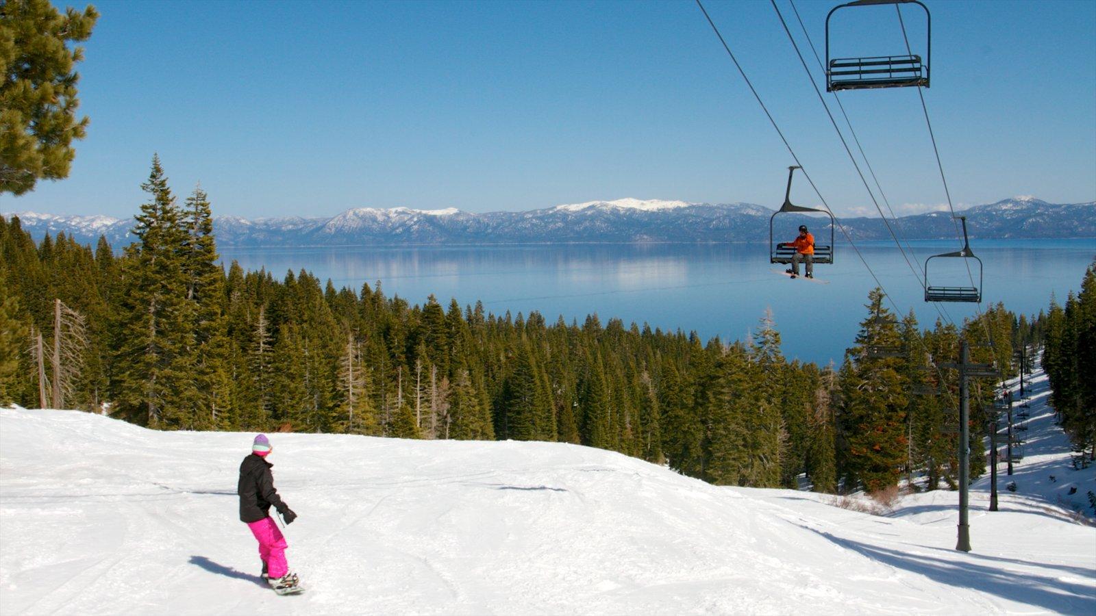 Homewood Mountain Resort que incluye montañas, nieve y esquiar en la nieve