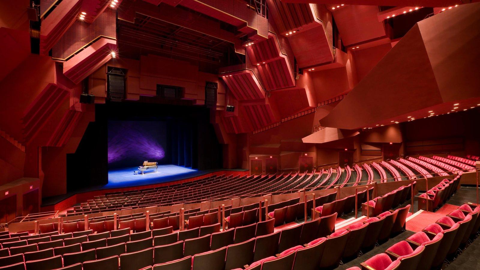 Segerstrom Center for the Arts caracterizando vistas internas e cenas de teatro