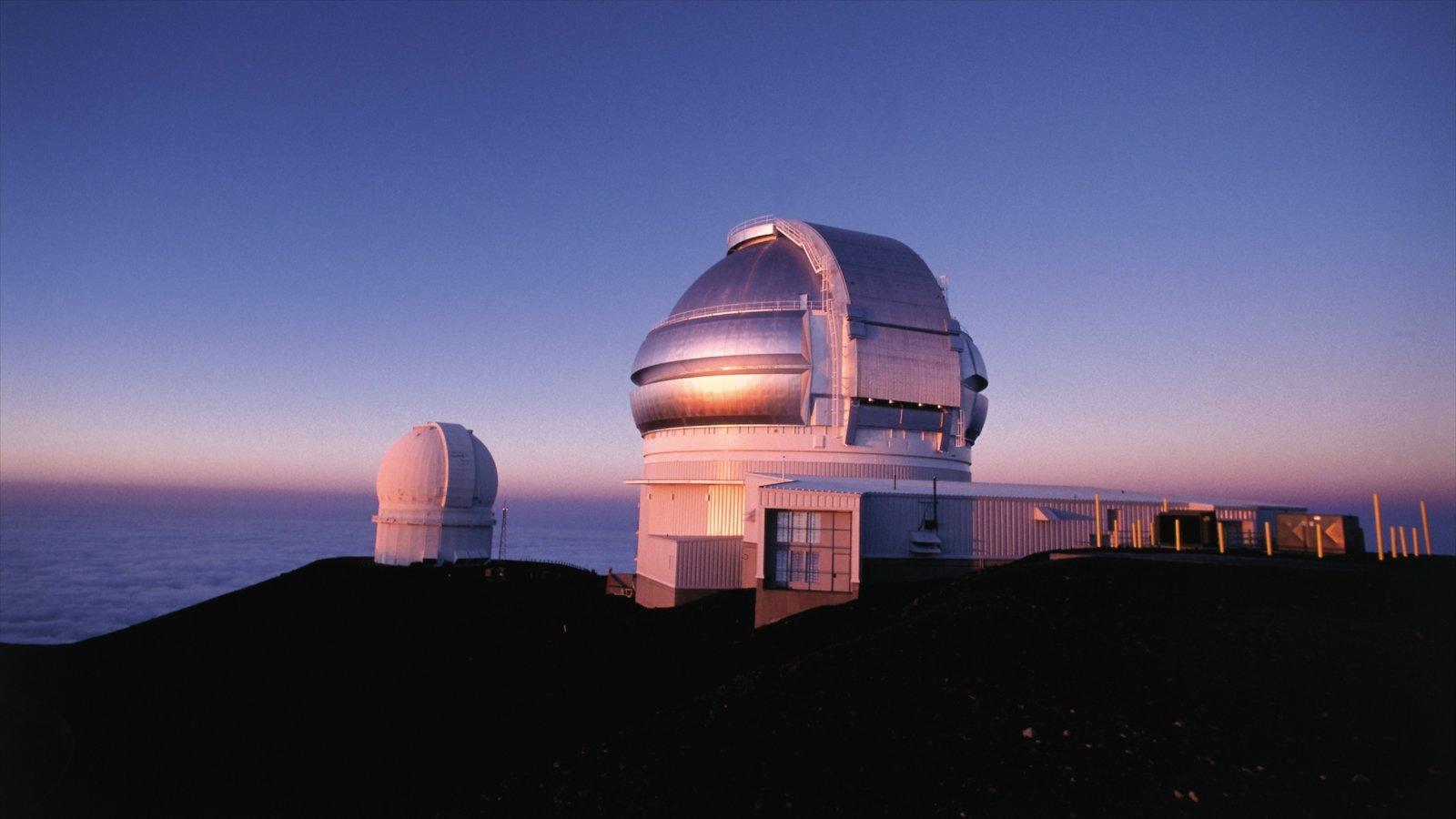 Hawai ofreciendo un observatorio, vistas generales de la costa y arquitectura moderna