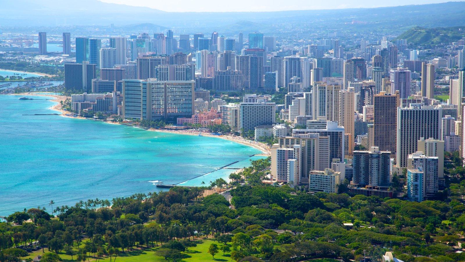 Honolulu caracterizando cenas tropicais, um edifício e paisagens litorâneas