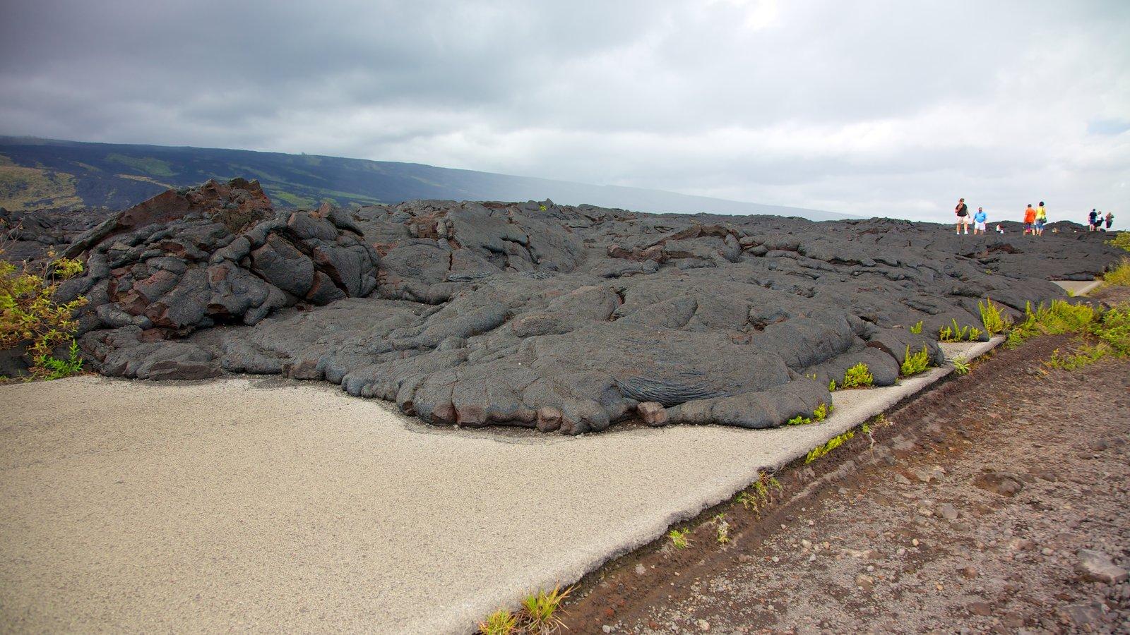 Hawaii Volcanoes National Park que inclui paisagens, paisagem e escalada ou caminhada