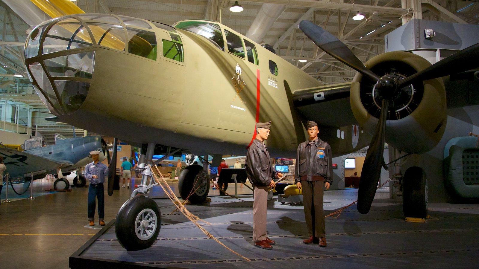 Pearl Harbor caracterizando vistas internas e aeronave