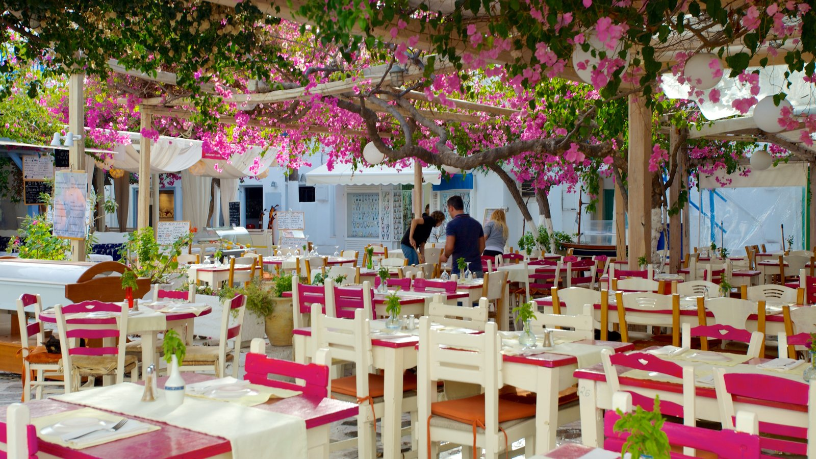 Mykonos Town caracterizando jantar ao ar livre