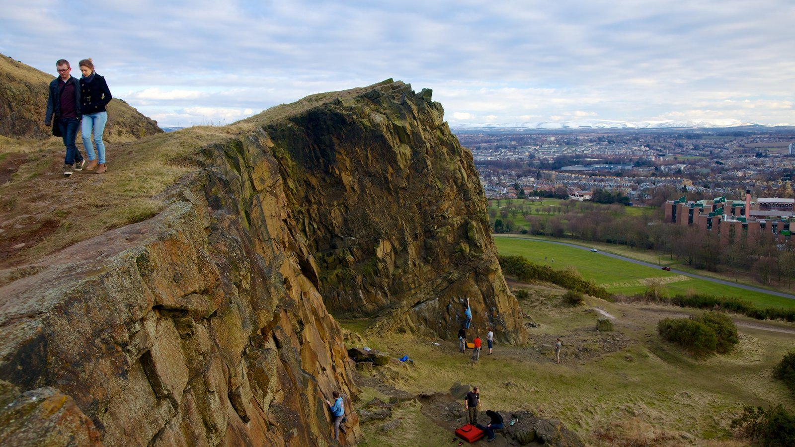 Arthur\\\'s Seat which includes hiking or walking, landscape views and mountains