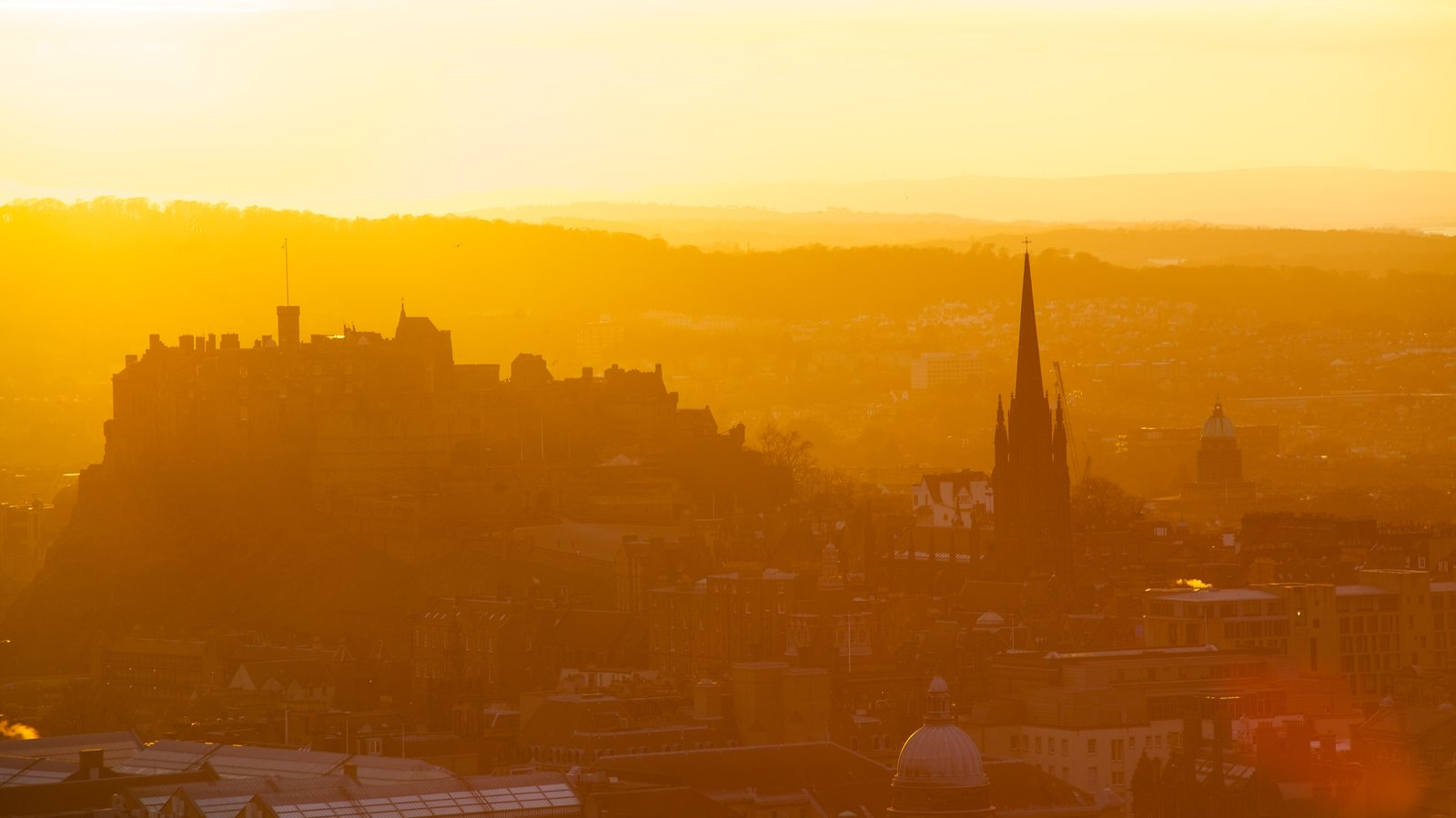 Arthur\\\'s Seat which includes heritage architecture, a sunset and a city