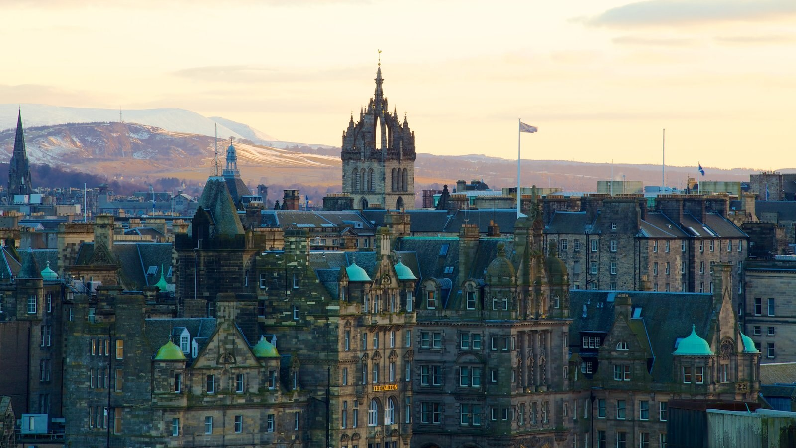 St. Giles\\\' Cathedral which includes a city, a church or cathedral and heritage architecture