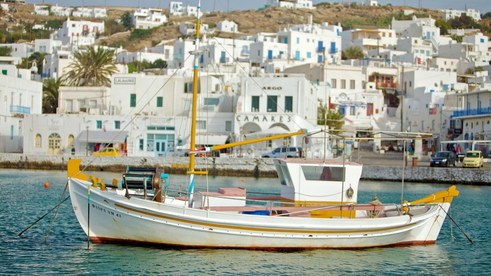Mykonos Town caracterizando canoagem, uma baía ou porto e arquitetura de patrimônio