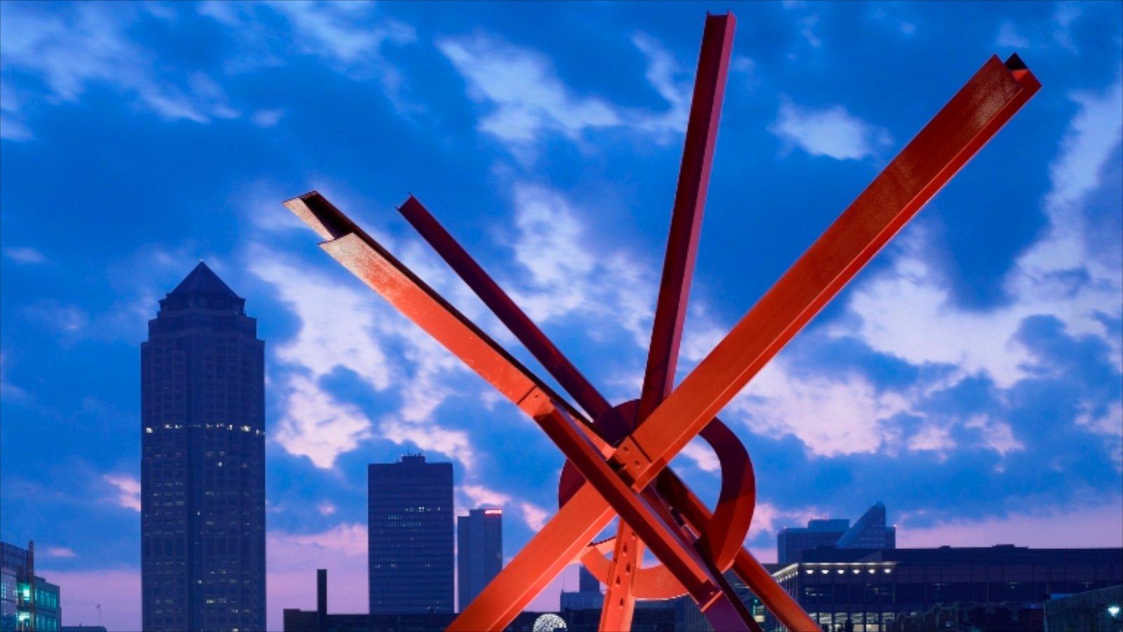 Des Moines ofreciendo una ciudad, horizonte y arquitectura moderna