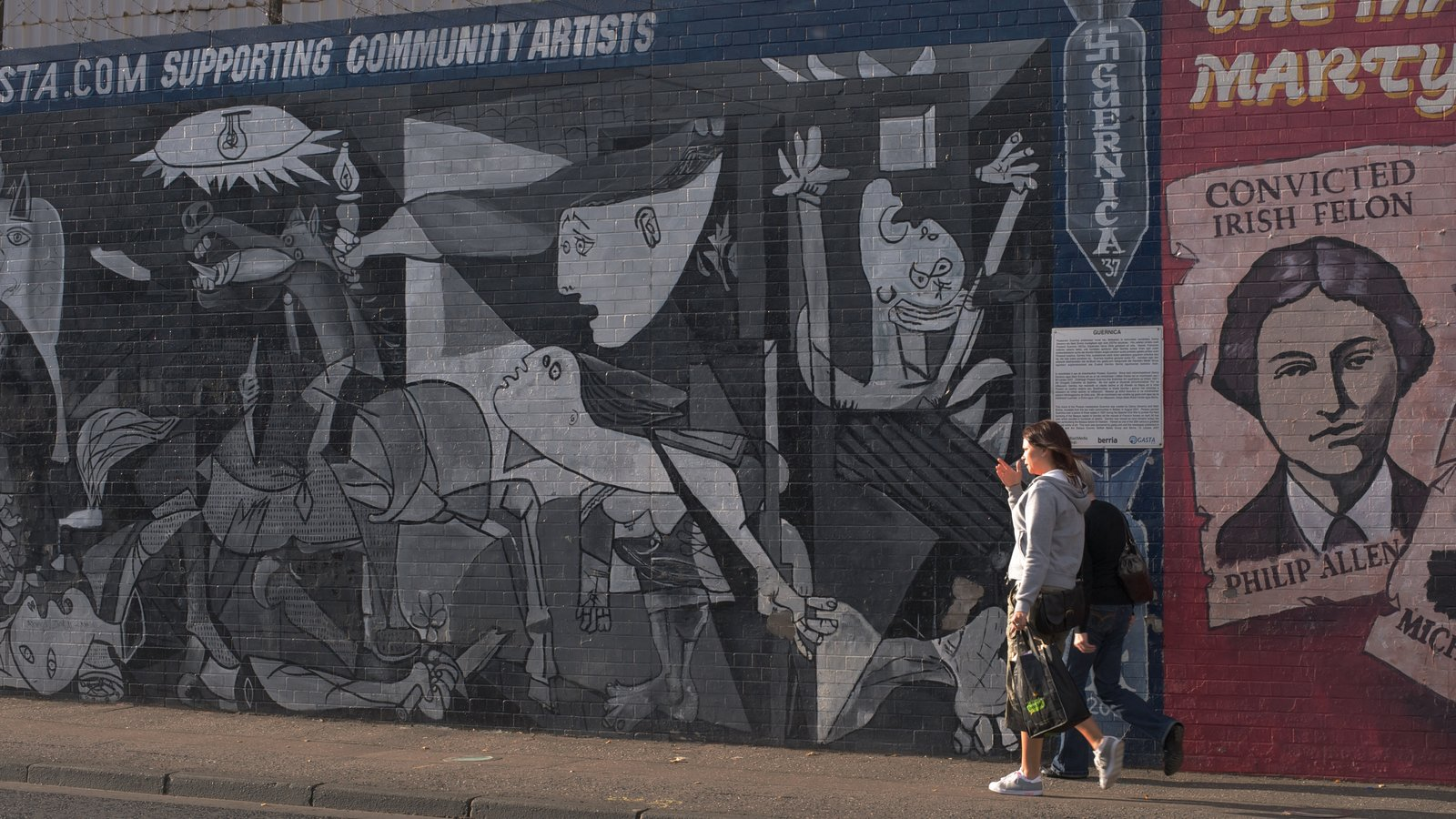 Belfast which includes outdoor art, a city and signage