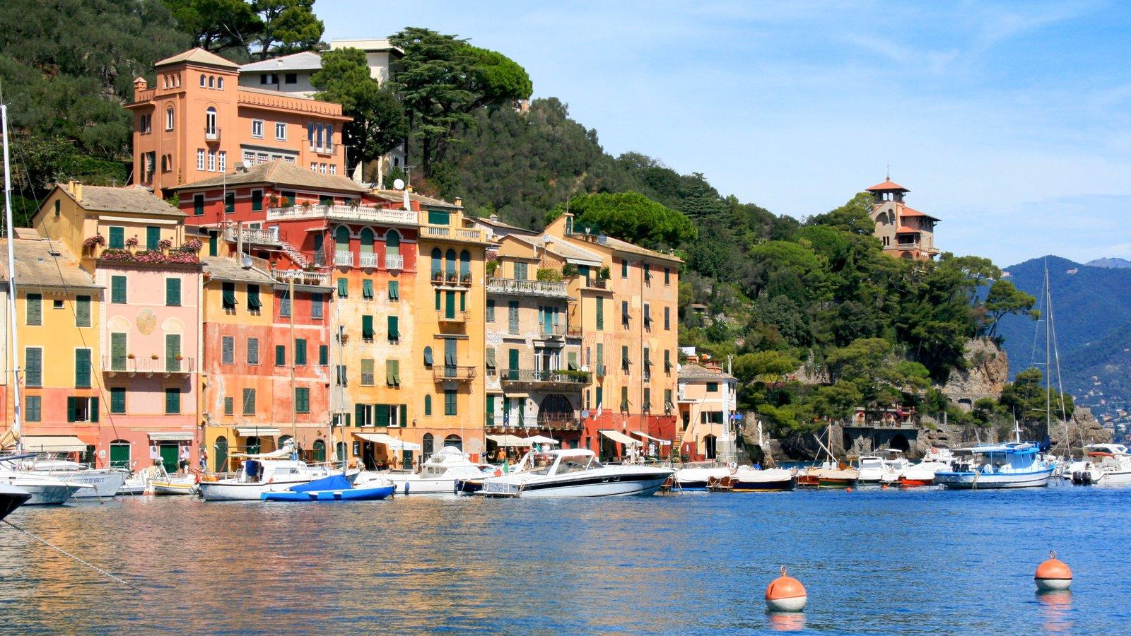 Gênova mostrando canoagem, arquitetura de patrimônio e uma baía ou porto
