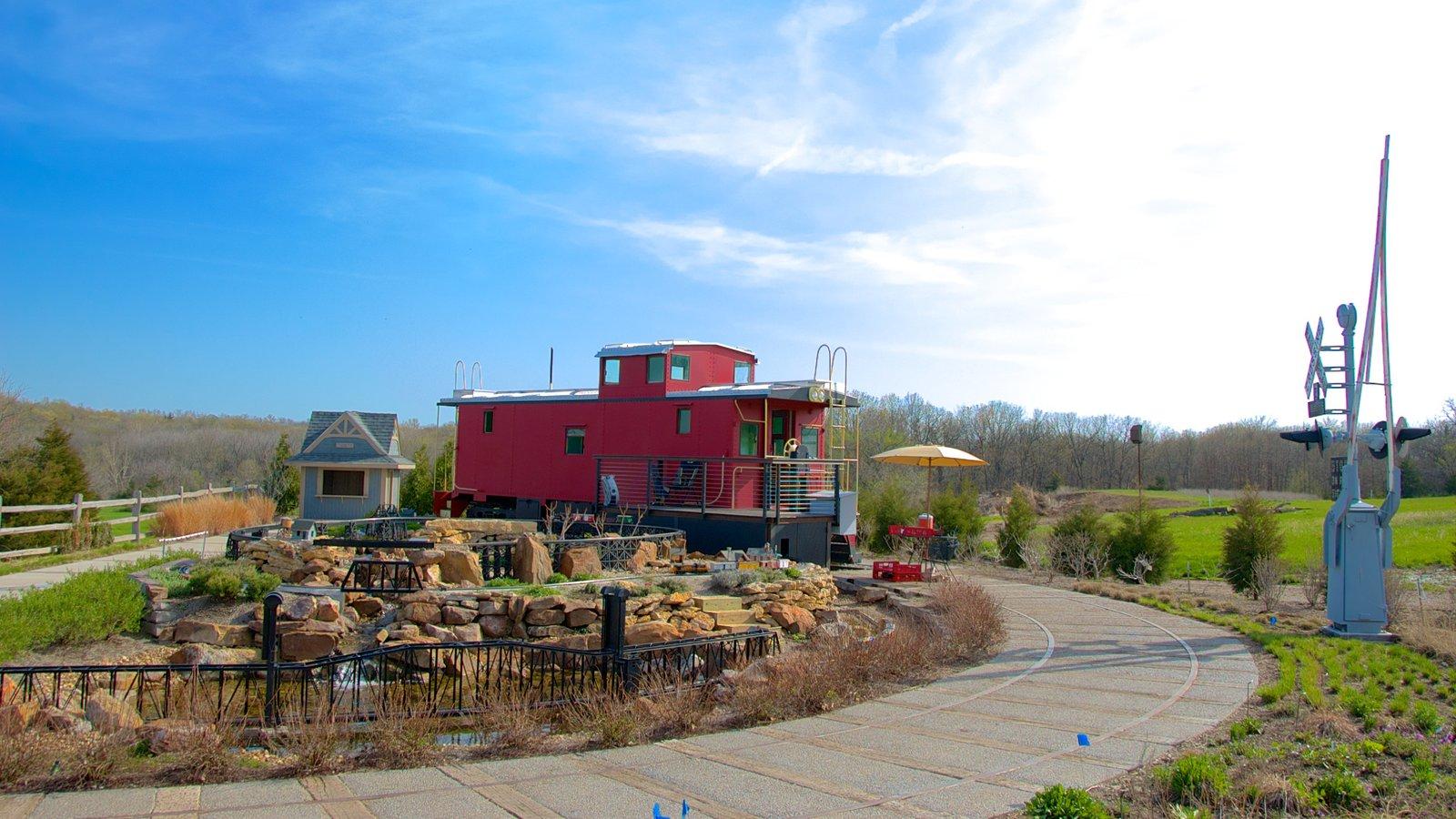 Overland Park Arboretum and Botanical Gardens mostrando um parque e linha do horizonte