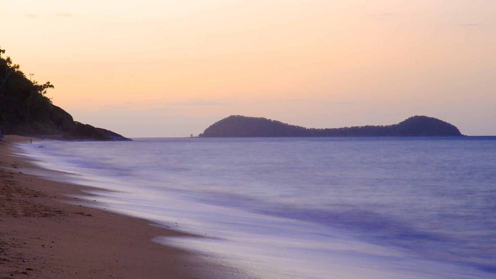 Playa Trinity ofreciendo una playa de arena y vistas de paisajes